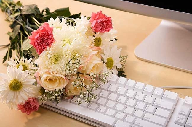 The Pros and Cons Of Sending Flowers Through Online Florists
