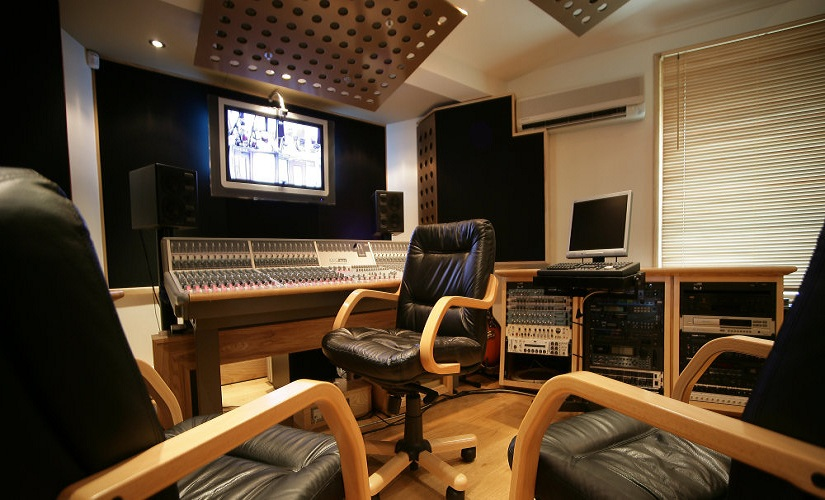 Choosing A Recording Studio? Follow Our Top Tips!