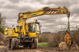 Construction Crew: 4 Tips For Starting Your Own Contracting Business