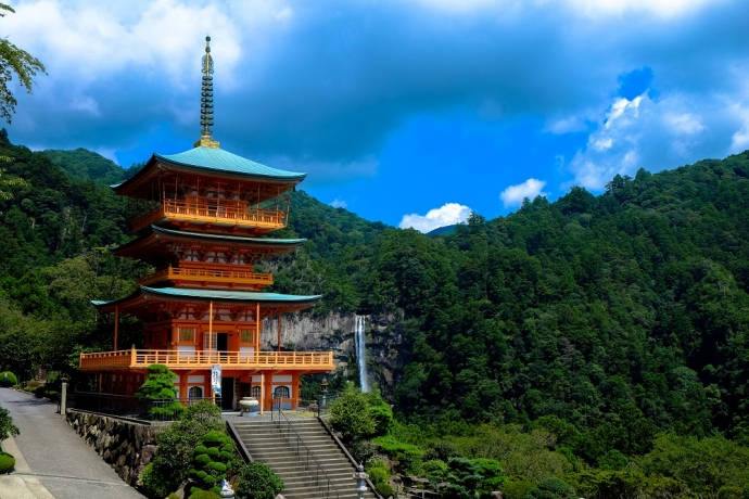Backpacking Through Asia? 4 Essentials You Need To Stay Light & Safe