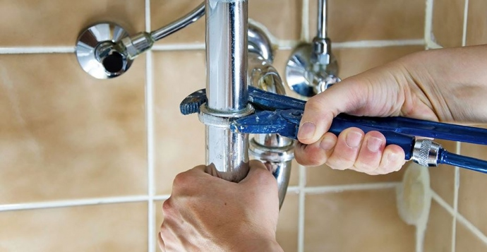 Plumbing Emergencies: 3 Alarming Signs You Should Call A Professional