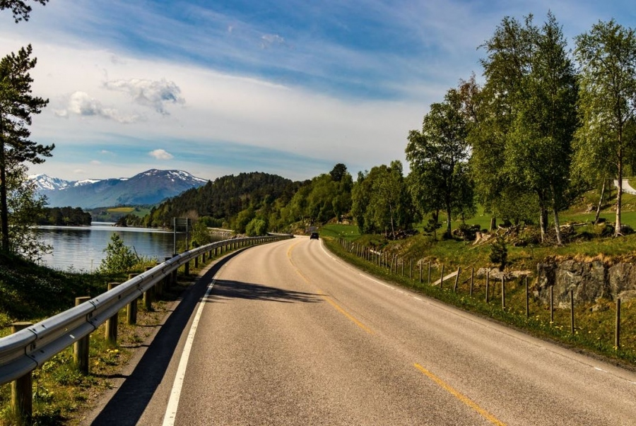 Roadside Accidents: 5 Reasons To Consider Suing