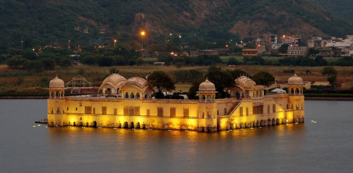 Explore Jal Mahal In Jaipur With Palace On Wheels Train