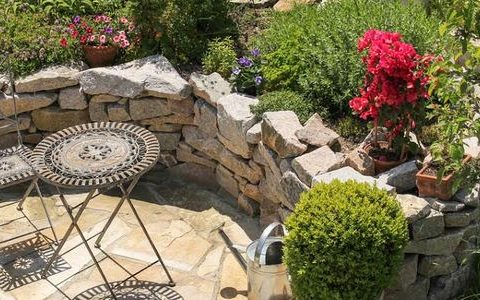 3 Ways To Get A Statement Exterior Stone Wall