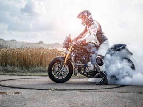 How Motorcyclists Can Handle Aggressive Drivers