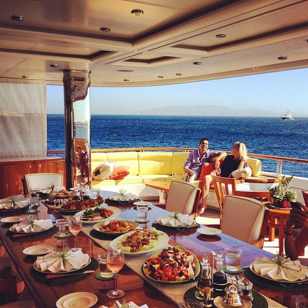 Why A Yacht Makes The Best Party Venue For Your Next Event